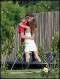 http://i2.turboimagehost.com/t/228634_mary-kate-olsen-trampoline-stavros-4.jpg